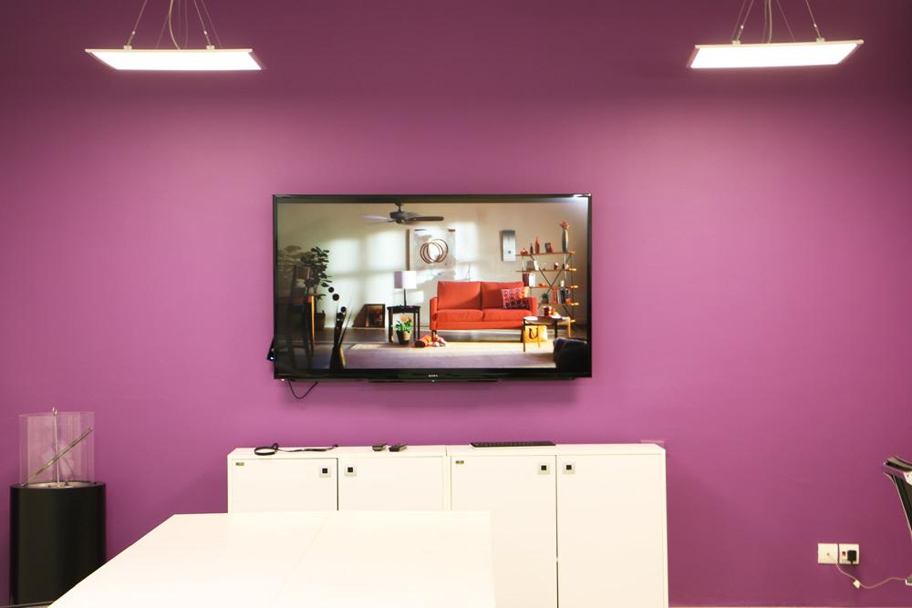 خوگر عنوان استارتآپی است که قرار است به عنوان یک بازار مجازی (Virtual Marketplace) مبلمان و تجهیزات دکوراسیون خانگی و اداری فعالیت کند.